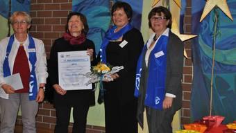 Vroni Peterhans (Co-Präsidentin AKF), Preisträgerin Lisbeth Brogli und die Laudatorinnen Franziska Hug und Iris Utz (v.l.). nbö