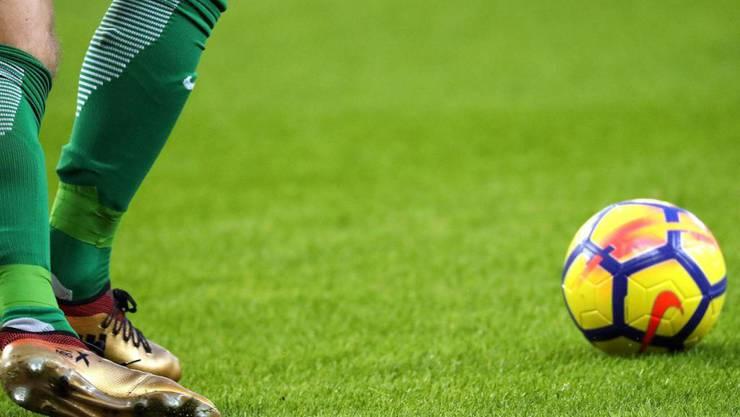 Die Tricks bei manipulierten Fussballspielen liessen sich in der Schweiz bisher strafrechtlich nicht fassen. (Archiv)
