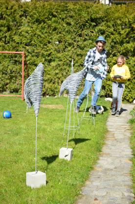 Pendellauf mit Bruder Noah (15) gehört auch zum Lernparcours im Garten.
