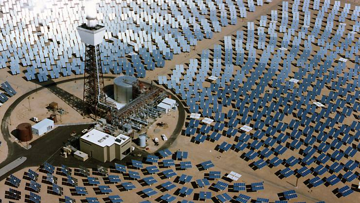 Ein Solarkraftwerk in in der Mojave-Wueste