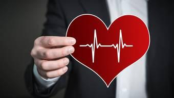 Ausgebildete First Responder wissen, wie man mit Herznotfällen umzugehen hat.