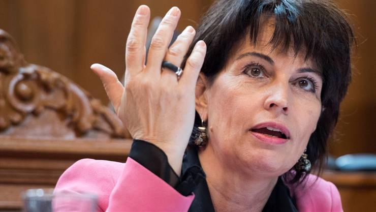 Medienministerin Doris Leuthard warnt vor zu viel Mitsprache der Politik bei der SRG.