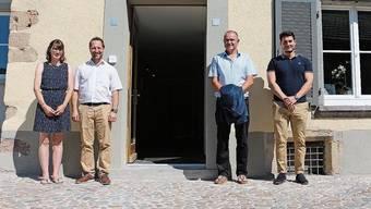 Yvonne Waldburger und Roman Maier (links) freuen sich auf ihre neue Aufgabe. Der Pachtvertrag wurde in Beisein von Ammann Herbert Weiss (2. v. r.) und Stadtschreiber Marco Waser unterschrieben.