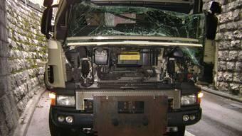 Am LKW und an der Unterführung entstand ein Sachschaden von mehreren zehntausend Franken