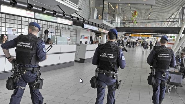 Amsterdam: Mann am Flughafen verhaftet