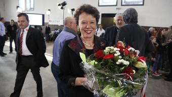 Die glückliche Esther Gassler im Wahlzentrum.