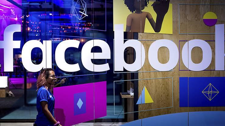 Facebook im Visier: Mehrere Bundesstaaten in den USA untersuchen, ob der Tech-Gigant den Wettbewerb behindert und Nutzer gefährdet hat. (Archivbild)