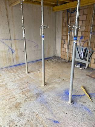 Mehrere Objekte wurden auf der Baustelle besprayt.