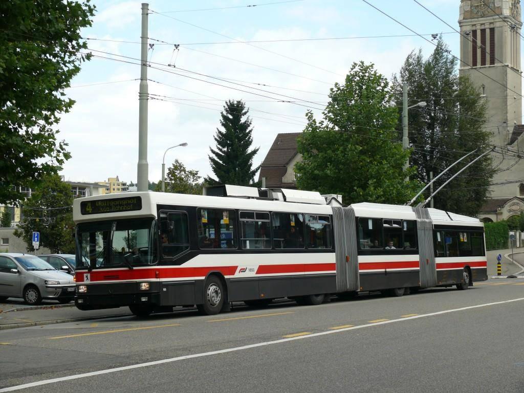 Der erste Doppelgelenkbus der VBSG... (© zvg VBSG)
