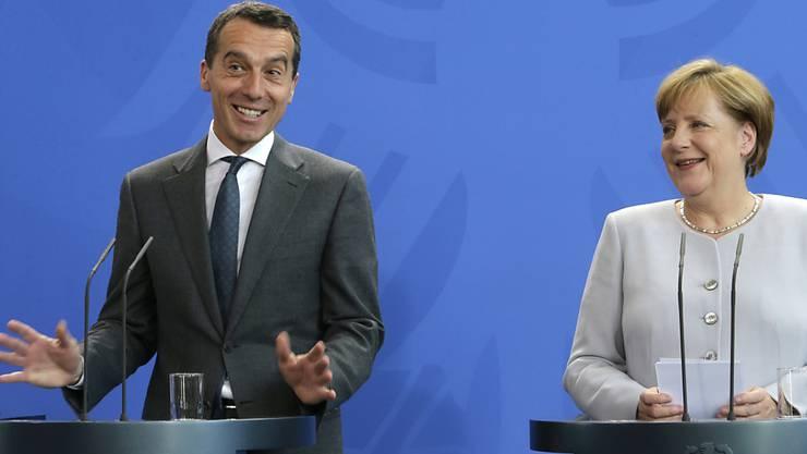 Verstehen sich: Österreichs neuer Kanzler Kern und die deutsche Kanzlerin Merkel.