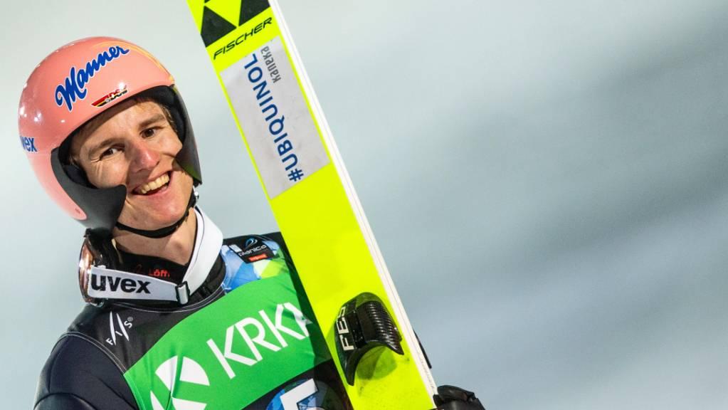 Das Glück des Tüchtigen: Der Sieger Karl Geiger lächelt in die Kamera.