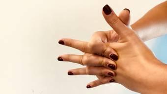 Fingerknacken ist laut Studien medizinisch gesehen weder nützlich noch schädlich. (Symbolbild)