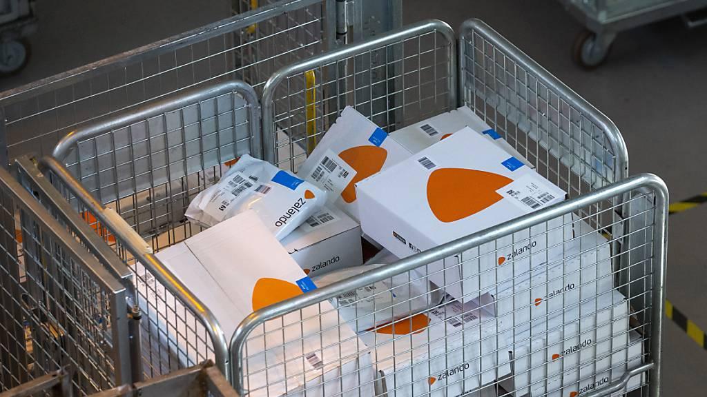 Zalando hat neue Kunden gewonnen, die weniger Ware wieder zurückschicken. (Themenbild)