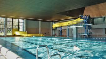 Die Dornacherinnen und Dornacher können darüber abstimmen, ob das Schwimmbad weiterbestehen bleibt oder abgerissen wird.