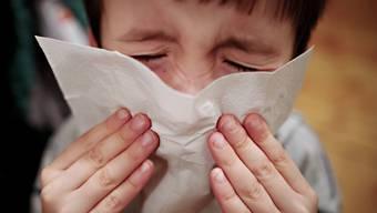 Weiterhin sind Kleinkinder bis vier Jahre am stärksten von der Grippe betroffen. (Symbolbild)