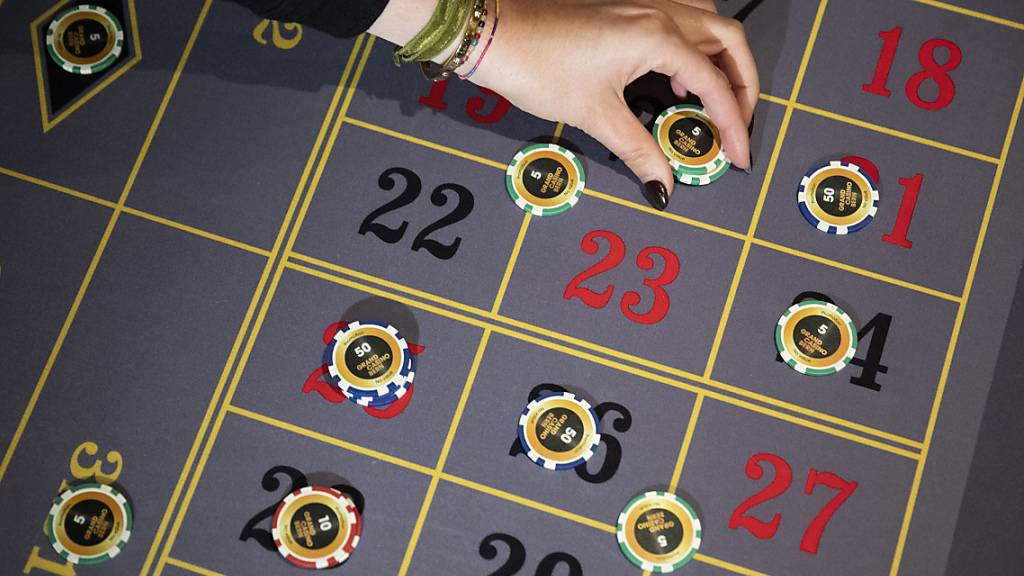 In Liechtenstein mussten die Besucher des Casinos in Schaanwald am Donnerstagabend die Spieltische verlassen. Grund war eine anonyme Bombendrohung. (Symbolbild)