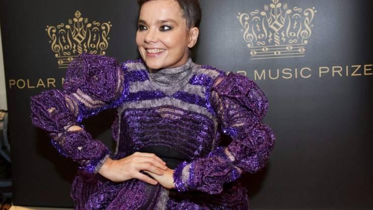 Die isländische Musikerin Björk fühlt sich von Musikjournalisten nicht gleich behandelt wie ihre männlichen Kollegen. (Archivbild)