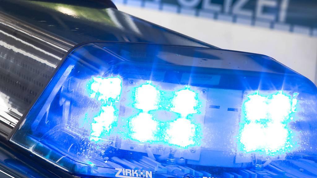 In Zürich ist es kurz nach Mitternacht auf der Quaibrücke zu einem spektakulären Unfall gekommen. (Symbolbild).