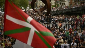 Tausende Menschen demonstrierten in Bilbao für bessere Haftbedingungen für verurteilte ETA-Mitglieder.