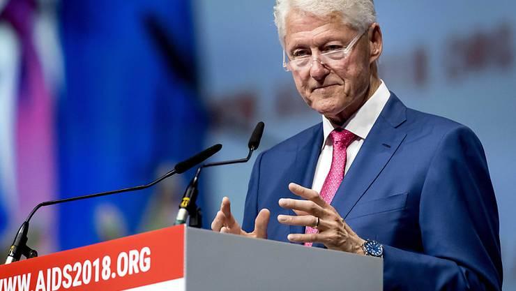 Der frühere US-Präsident Bill Clinton hat sich für mehr Tests und die Behandlung von mehr Menschen mit HIV ausgesprochen.