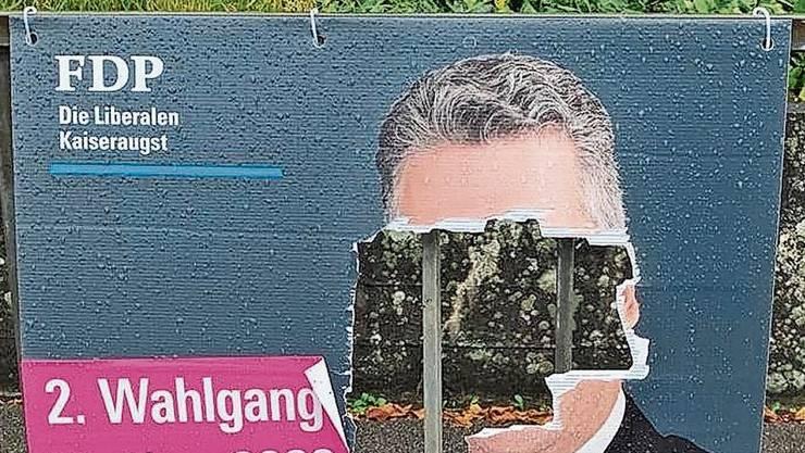 Mehrere Wahlplakate wurden zerstört.