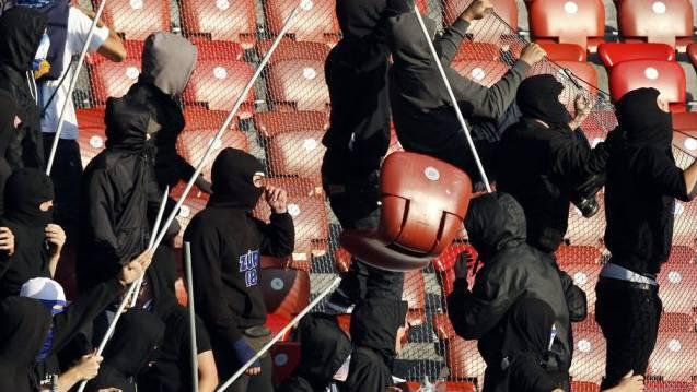 Hooligans bei einem Fussballspiel in Zürich (Archiv)