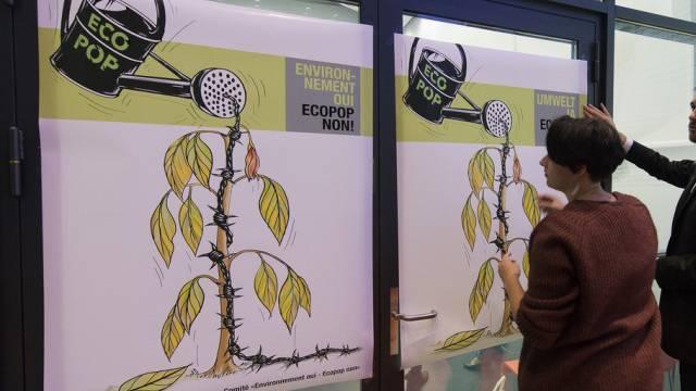 Ein Plakat, das gegen die Ecopop-Initiative wirbt. (Symbolbild)