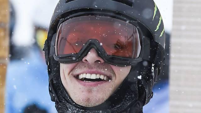 Iouri Podladtchikov freut sich über den Sieg in Laax