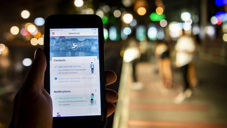 Menschenansammlungen meiden und die Covid-App nutzen: Das empfiehlt die Task-Force des Bundesrats.