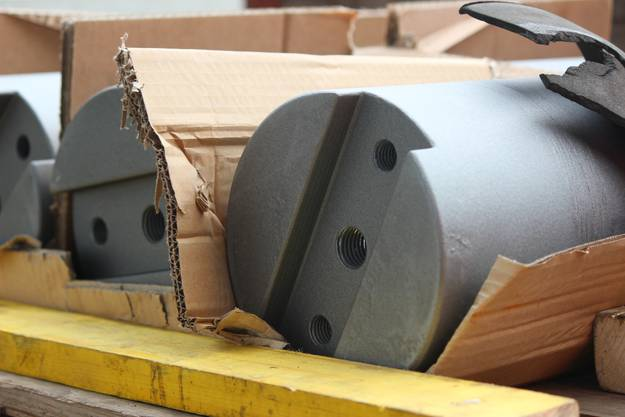 So sehen die Brücken-Rollager aus, die aufgefrischt wurden - man sieht deutlich die alten Gebrauchsspuren