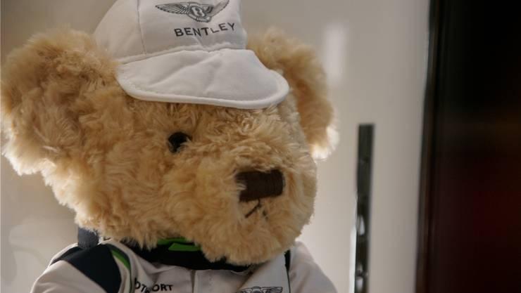 Ein Teddybär von Bentley: Deutlich über 100 Franken muss man bezahlen, und dafür trägt er dann auch Kappe und Hemd der Marke.