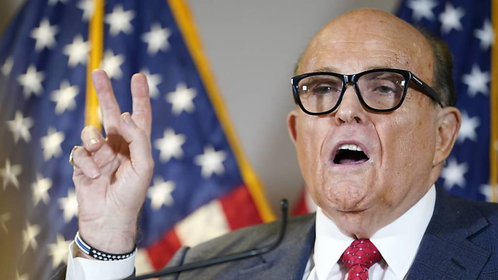 Trump: Persönlicher Anwalt Giuliani positiv auf Corona getestet