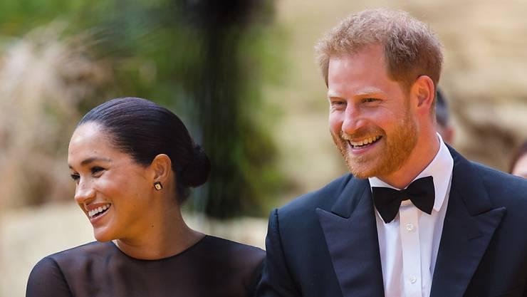 Meghan und Harry ziehen sich aus dem royalen Leben zurück.