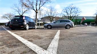 Die Bewirtschaftung der Parkplätze vor der Stadthalle wird laut Stadtpräsident Martin Wey auch bei einem Volks-Nein zum Parkierungsreglement ein Thema.Bruno Kissling