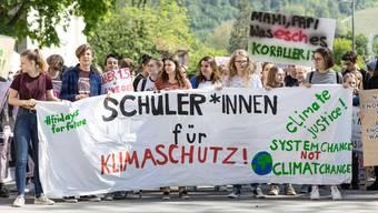 Klimastreik in der Stadt Baden mit einigen Umweltaktivisten, die durch die Stadt zogen. Aufgenommen am 24. Mai 2019.