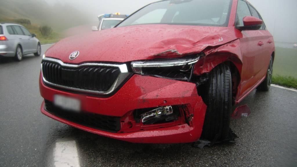 Sekundenschlaf: Autofahrer fährt in Hospenthal in Wohnmobil