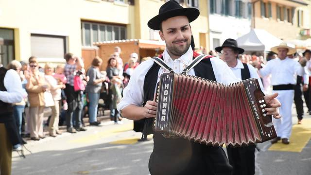 Portugiesische Folklore am Winzerfest 2015 in Döttingen