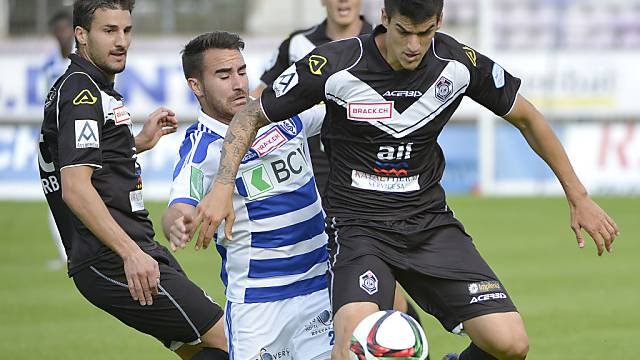 Harter Zweikampf: Luganos Matias Malvino (r.) gegen Dessarzin