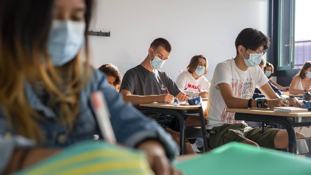Im Internet kursieren Gerüchte, dass Masken lebensgefährlich seien. Experten sehen das anders.