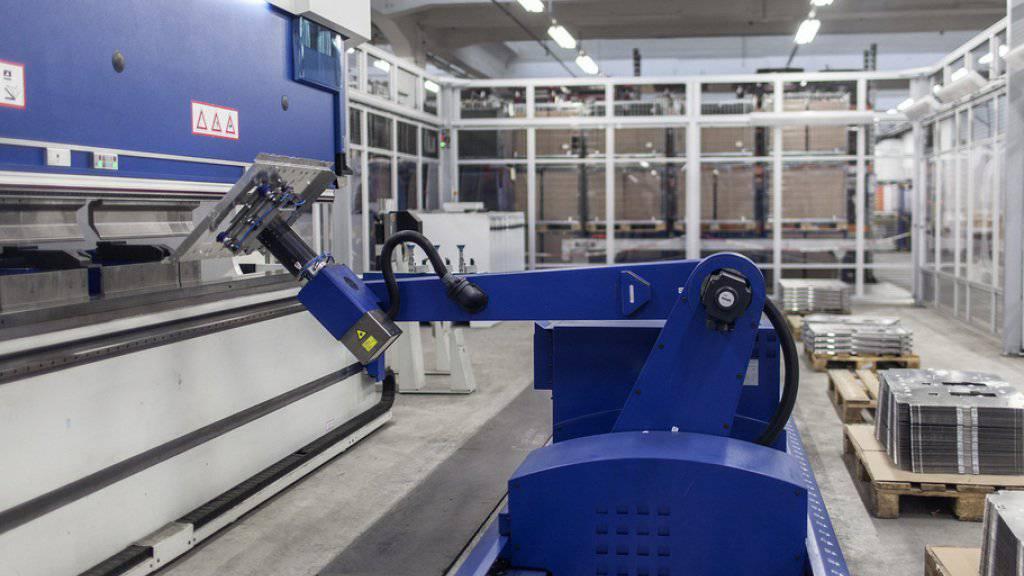 Roboter werden immer wichtiger und zahlreiche klassische Industrieberufe verschwinden. (Archiv)
