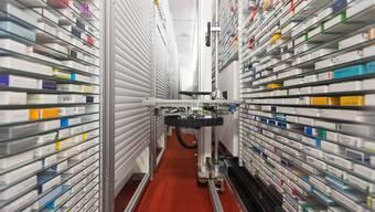 Gewisse Wirkstoffe für Medikamente werden fast nur in China hergestellt. Im Bild die Spitalapotheke des Berner Inselspitals.
