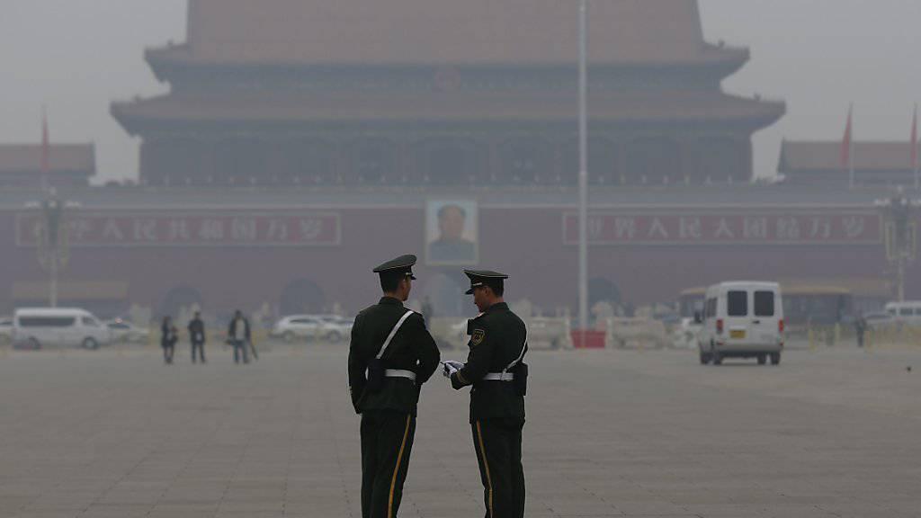 Der Tiananmen-Platz ganz dunstig - in Peking ist der Smog derzeit so stark wie seit Beginn des Jahres noch nie.