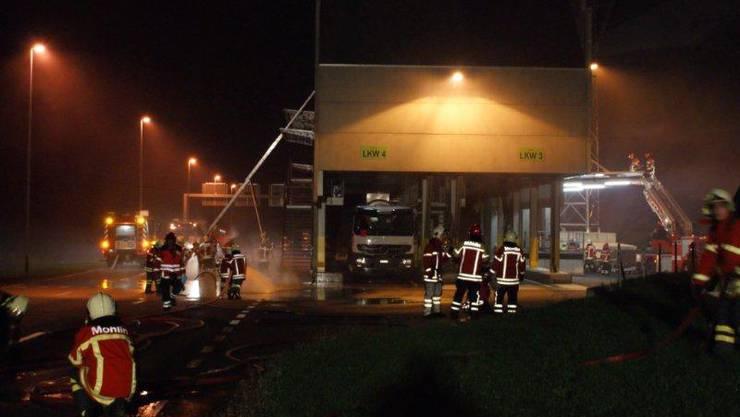 Vereinte Einsatzkräfte der Feuerwehren aus Rheinfelden und Möhlin
