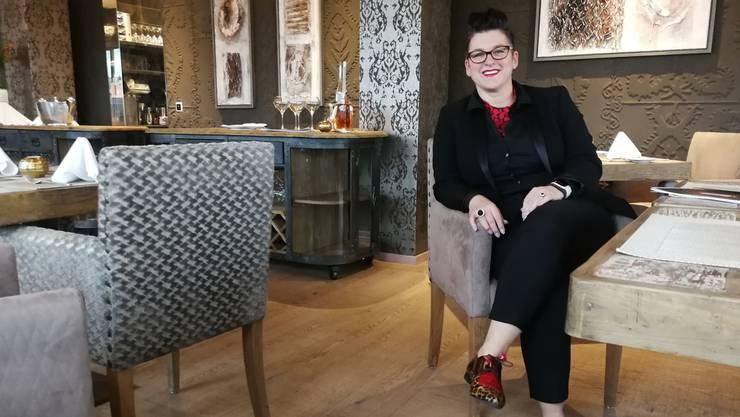 Rote Lippen und bunte Schuhe sind ihr Markenzeichen: Susan Locorotondo (47) ist die neue Geschäftsführerin im 13. und 14. Stock des Alu-Hochhauses.