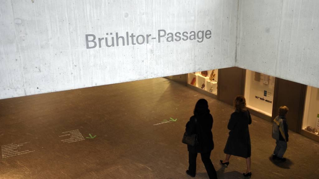 Vor einem Club in der Brühltorpassage in St.Gallen kam es am Sonntag zu einer Messerattacke.