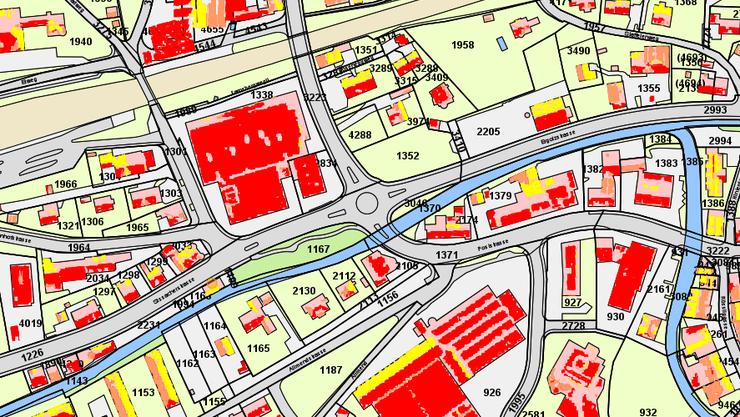 Der Solarkataster auf www.geoview.bl.ch für Gelterkinden beim Roseneck-Kreisel: Rot heisst «sehr gut», Lachsbraun «gut» und Gelb «geeignet».