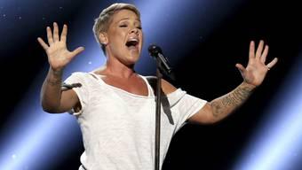 Die US-Sängerin Pink ist positiv auf das Coronavirus gestest worden. (Archivbild)