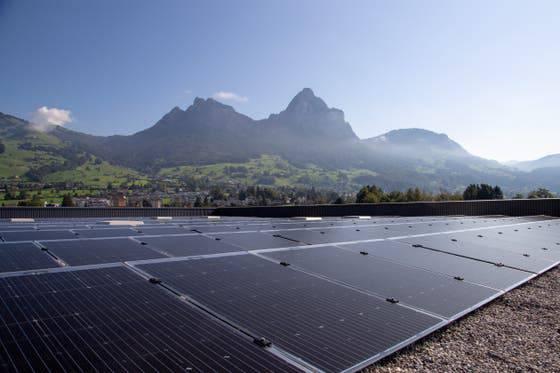 Auf dem Dach des neuen Distributionszentrum wurden 2600 Solarpanels installiert.