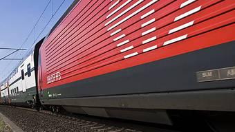 Die Bahnstrecke zwischen Aarau und Schönenwerd ist durch einen Zug blockiert. (Symbolbild, Archiv)