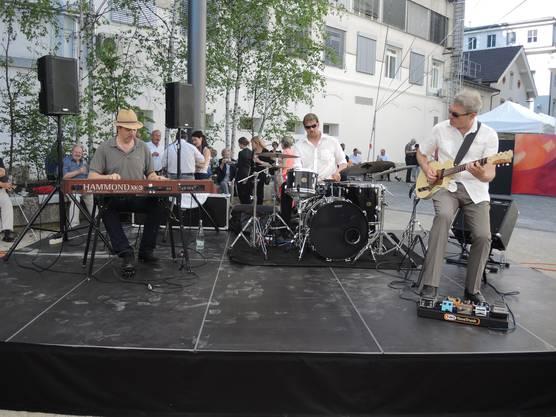 Trio Rotoshpere mit Philippe Kuhn, Keyboards, Eddie Walker, Drums, Nic Niedermann, Gitarre